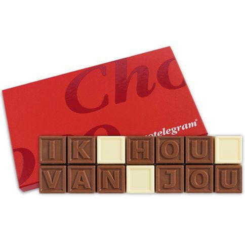 Zorg voor een origineel cadeau! Zeg het met chocolade, valt altijd in de smaak!  Ik hou van jou, in melk en witte CALLEBAUT chocolade