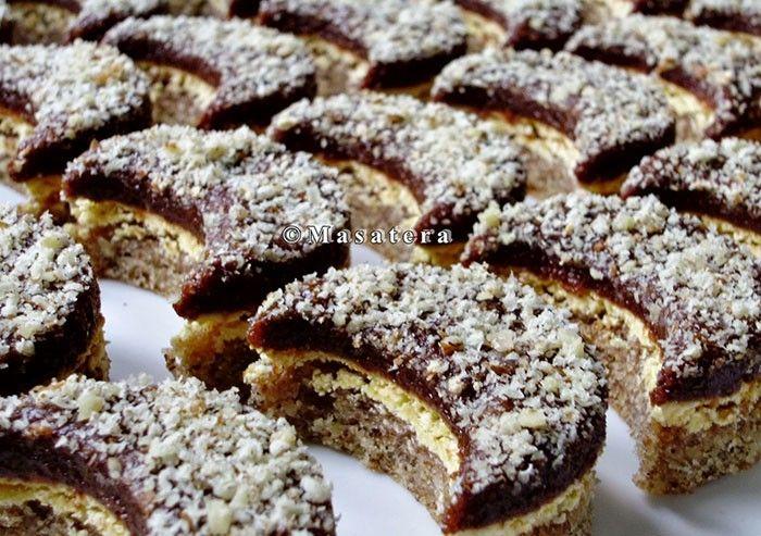 Fantastické ořechové půlměsíčky se žloutkovým krémem a čokoládou.