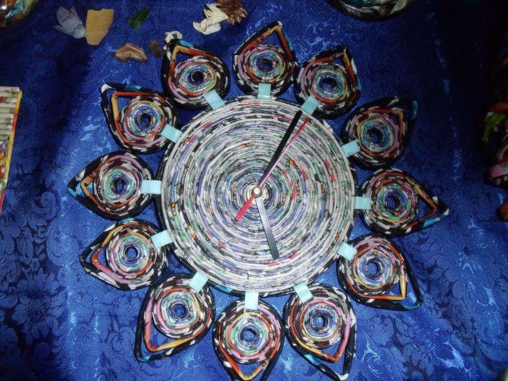 orologi da parete fatti con la carta   Orologio da muro a forma di fiore con carta di giornale : Decorazioni ...