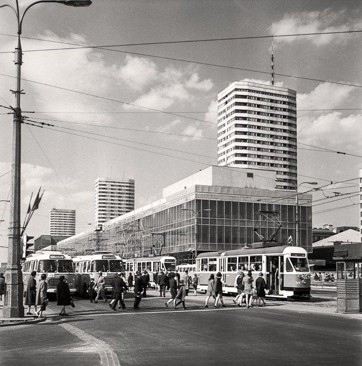 Warszawa w latach 60. widok ze skrzyżowania ulicy Marszałkowskiej i Alei Jerozolimskich, koniec lat 60.