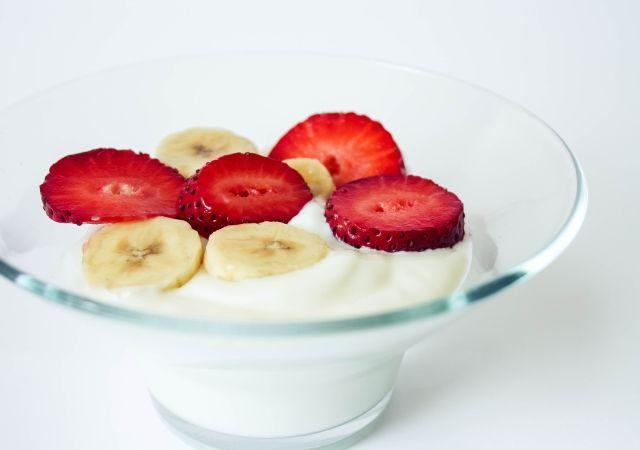 Greek Yogurt with Fresh Fruit #food #foodblog #foodblogger #meal #mealidea #recipe #oatmeal #breakfast #fruit