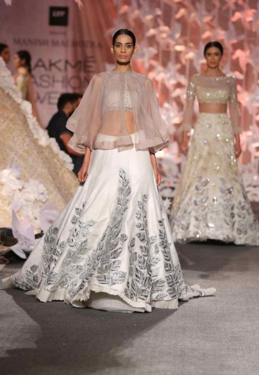 Manish Malhotra's collection have always been beautiful, but they've never really wow'd me. However, his latest collection at Lakme Fashio...
