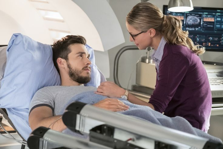 """Kara and Mon-El in Supergirl 3x07 """"Wake Up"""" promo photo. I've enjoyed S3 a lot so far, but I've missed my boy/these two interacting and I canNOT wait for this ep! I'm sure there'll be massive CW drama, but I don't even care <3  TV Shows CW #Supergirl Season 3 Kara/Mon-El #Karamel Kara Danvers Melissa Benoist Chris Wood #DCTV Favorite couples"""
