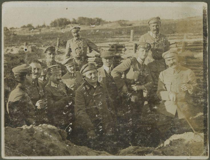 Józef Piłsudski w okopach 5 pułku piechoty, 1916 r. Wołyń, fot. nieznany