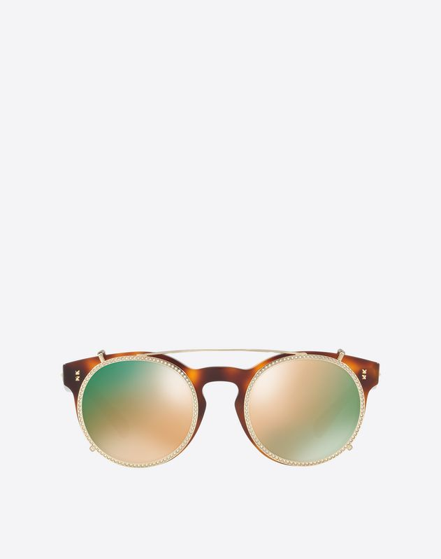 Are you looking for Valentino Occhiali Acetate Sunglasses? Find out all the details at Valentino Online Boutique and shop designer icons to wear.