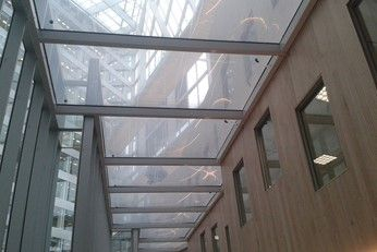 Buitink Technology produced and installed the ETFE aircushionroof for the atrium of office building The Edge (main office Deloitte/ AKD) in Amsterdam. #ETFE, #facade, #cushion, #airsystem, #atrium