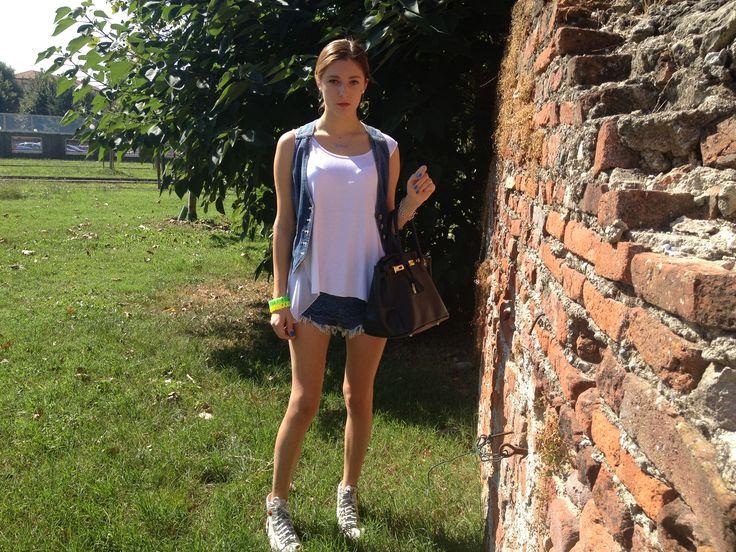 A #new #outfit #post on my #blog http://valeryparadise.blogspot.it/2013/09/pantaloncini-con-il-dettaglio-in-pizzo.html #valeryparadise #valeriapalamariuc #vp #blog #blogger #fashion #denim