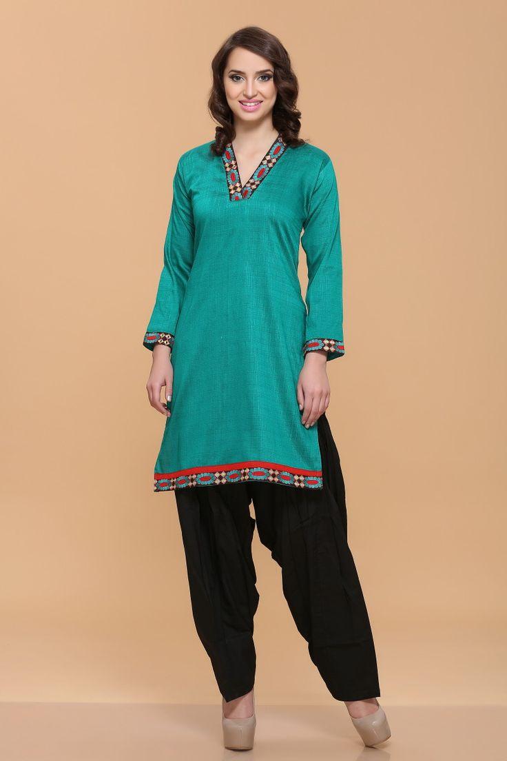 Firozi vert soyeux coton flammé Kurti Prix:-21,38 € Nouveau designer d'arrivée Andaaz Fashion collection kurtis comme Firozi vert soyeux coton flammé Kurti. Cette robe est ornée de Resham et manches trimestre kameez, longueur au genou kameez, col en V kameez. Ceci est préfet pour des vêtements décontractés et Soirée http://www.andaazfashion.fr/firozi-green-silky-cotton-slub-kurti-4059.html