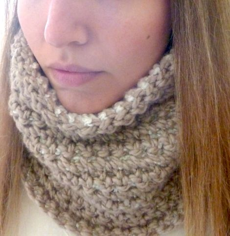 Reversible Crochet Neck Warmer — FREE PATTERN!