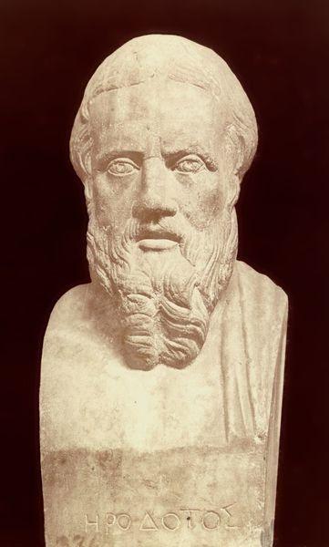 Heródoto de Halicarnaso fue un historiador y geógrafo griego que vivió entre el 484 y el 425 a. C. Se le considera el padre de la historiografía por una famosa obra escrita probablemente en Turios, una colonia panhelénica situada en la Magna Grecia, y esta obra se llamaba ``Ἱστορίαι´´.
