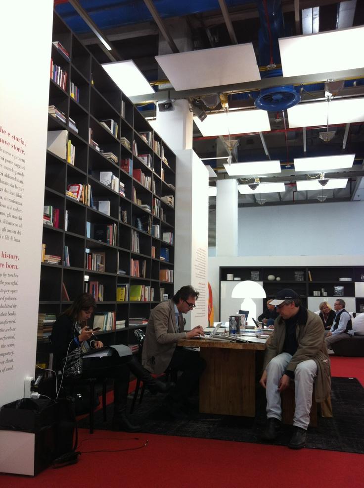 Ma quanto è bello il lounge del @Circolo dei Lettori al #SalTo13?