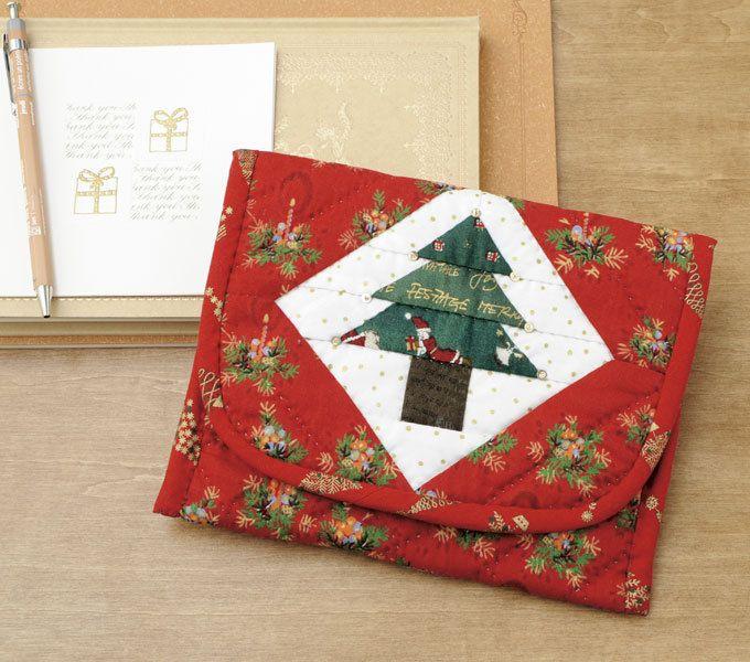 クリスマスに使いたい★ツリーのパターンのふた付きポーチの作り方(パッチワーク) | ぬくもり #パッチワーク #ポーチ #クリスマス #ツリー #マグネット #ビーズ #スパンコール #手作り #作り方 #ハンドメイド #手芸 #NUKUMORE