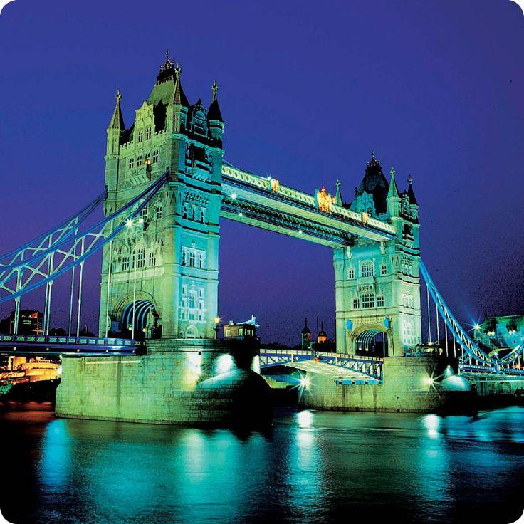 Νυχτερινή άποψη της #London Tower Bridge