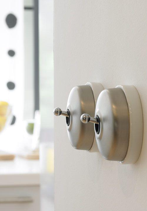 les 25 meilleures images du tableau interrupteurs r tro vintage sur pinterest interrupteurs. Black Bedroom Furniture Sets. Home Design Ideas