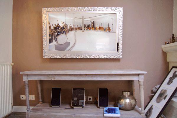 Admirez ce Cadre TV Form-X Argent dissimulant un écran plat de LG de 42″ dans une décoration d'ambiance chaleureuse, lumineuse et naturelle. Ce Cadre TV vient parfaire cette décoration harmonieuse.