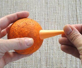Fixe o cone sobre a bola de isopor