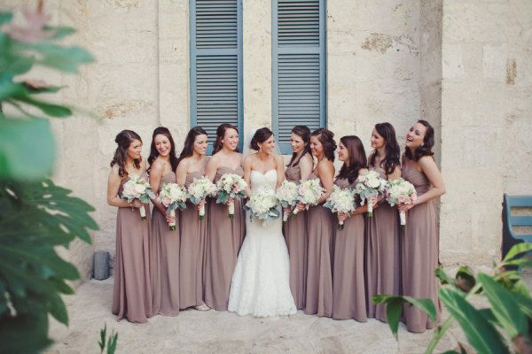 perfect bouquets for the dress color