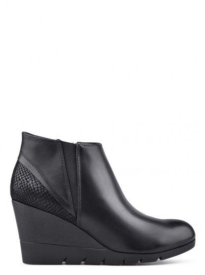 Dámské kotníkové boty na platformě TENDENZ - černá