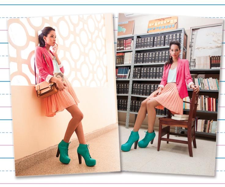 E: Extra Etrovertido - Accesorios, falda coral plisada, botines color menta y cartera marrón de Sema.: Botines Colors, Colors Menta, Botin Colors