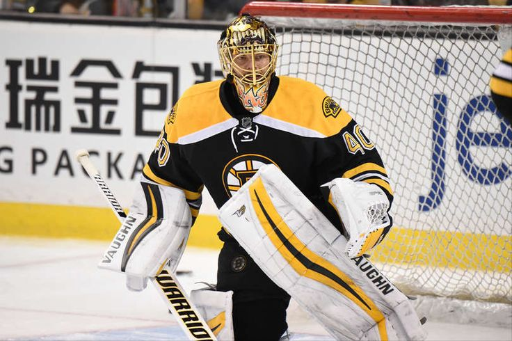 BOSTON, MA - DECEMBER 20: Tuukka Rask #40 of the Boston Bruins warms up before against the New York Islanders at the TD Garden on December 20, 2016 in Boston, Massachusetts. (Photo by Brian Babineau/NHLI via Getty Images)