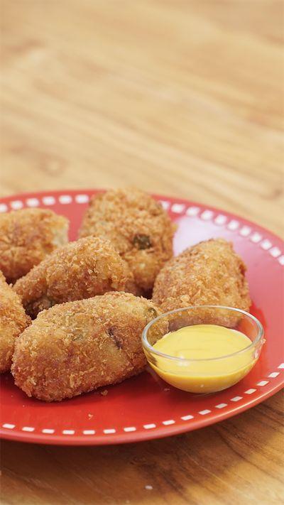 Kroket adalah nama sebuah makanan yang diambil oleh masyarakat Indonesia dari bangsa Belanda tetapi merupakan adaptasi makanan dari Prancis. Di Indonesia kroket biasanya terbuat dari kentang yang dihaluskan dan di isi dengan berbagai macam bahan isian seperti sayuran daging cincang, suwir ayam dan sebagiannya.