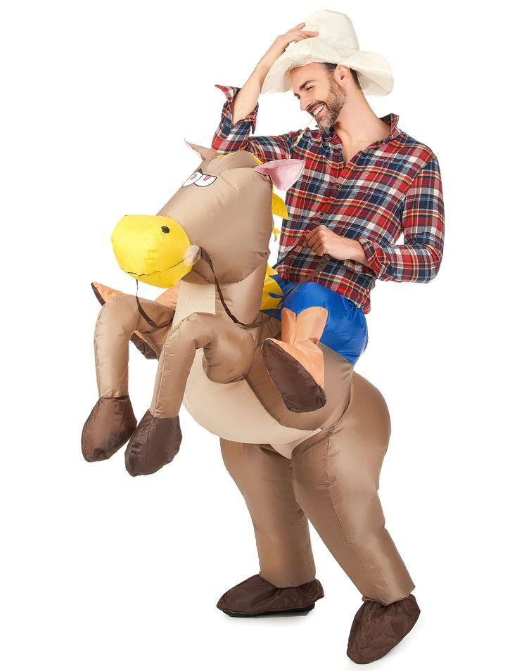 Costume cavallo gonfiabile adulto: Questo costume da cavallo gonfiabile per adulto si compone di cavallo, cappello e sistema di gonfiaggio integrato(Camicia da cowboy non inclusa).Questo costume è completamente inedito:...