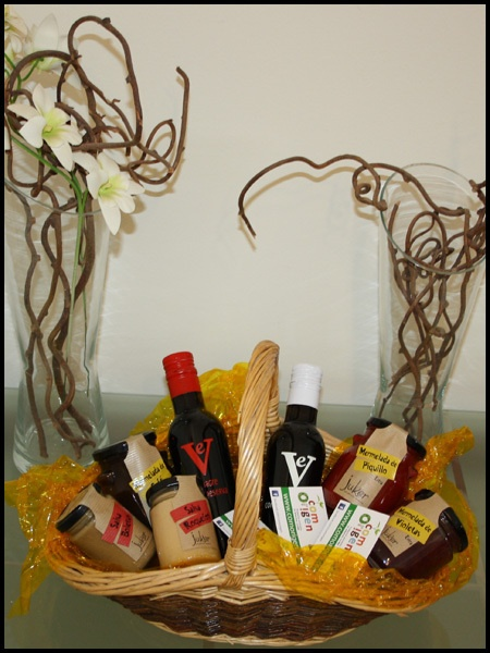 CESTA PARA MI JUAN - Cestas #gourmet, repleta de #gastronomía. El mejor regalo que puedes hacer. Para San Juan... ¡Regala productos rurales! http://comorigen.com - #ofertas #promociones #descuentos #offers #promotions #SanJuan #SaintJohn #John #Juan #repin #Andalucía #Andalusia #Andalusie #Spain #España #rural #pueblos
