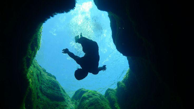 plonger-dans-trou-géant