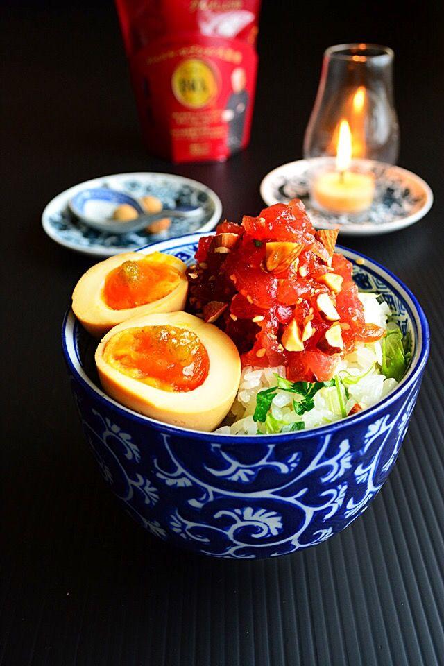 グルメなマグロ漬け丼  パセリレモンご飯とアーモンド入りマグロ漬け丼と昆布つゆ漬け半熟卵