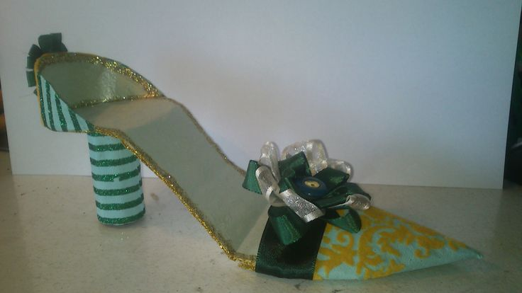 Paper Shoe! This shoes contains paper, cradboard, magnets, ribbon, buttons and glue. -Louise Mirabilis