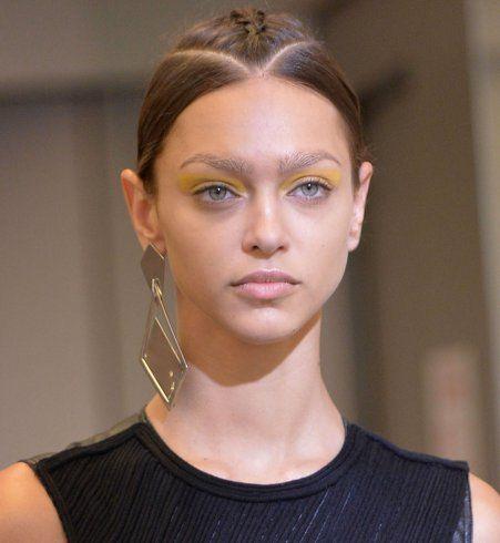 Maquillage des yeux printemps-été 2016 : le fard à paupières jaune