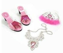 Schoenen en ketting en tiara