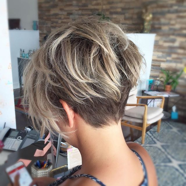 Boom!! Seriously, perfect!! She went for it for it with this hot #undercut!! @sarah_louwho @bohohousesalon #verobeach #verobeachhair #nothingbutpixies #hairbrained