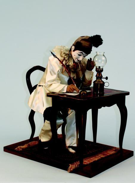 « Pierrot écrivain » Automate à musique de fabrication suisse par Michel BERTRAND, réplique contemporaine d'après le modèle de fabrication française de Gustave VICHY. H 66 cm. Parfait état de marche et signé. (circa 1990) H 70 cm. Vendu aux #encheres le 04/02/12 par Lombrail Teucquam