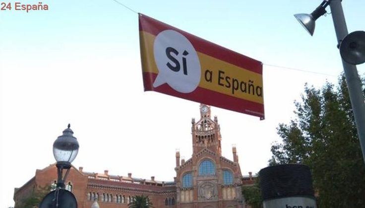 Barcelona amanece con pancartas bajo el lema «Sí a España» y con el fondo de la bandera de España