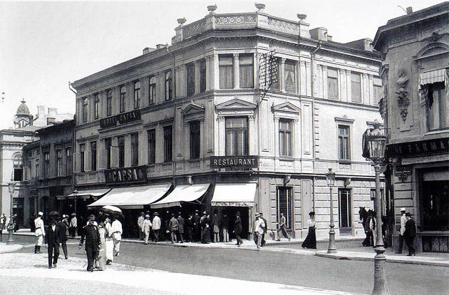 Arghezi, Camil Petrescu, Rebreanu and Barbu are just a few of the personalities that spent a great deal of time at the Capșa House, one of the most adored places in Bucharest.