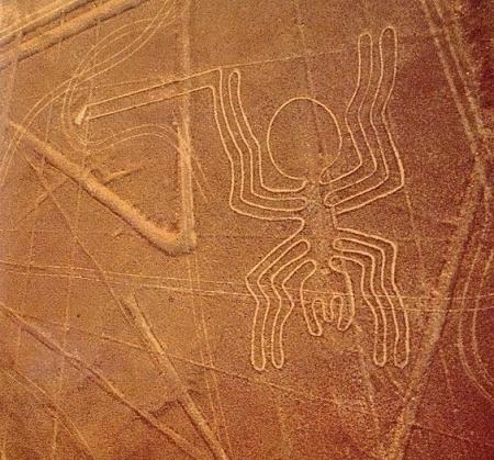 Ligne de Nazca au Pérou. Celle ci représente une araignée sur 46 mètres de longueur