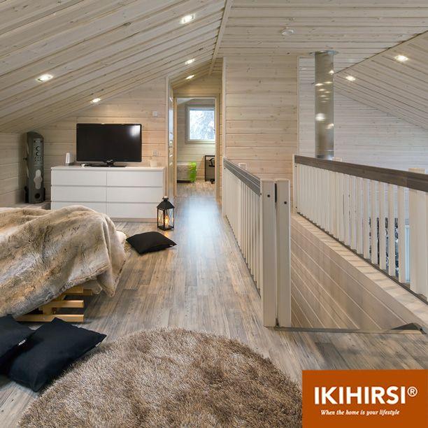 Дополнительная открытая гостиная расположена на втором этаже. Модель H2-154 #деревянныйдом из клееного бруса #Ikihirsi. Еще больше проектов на http://www.ikihirsirussia.ru/