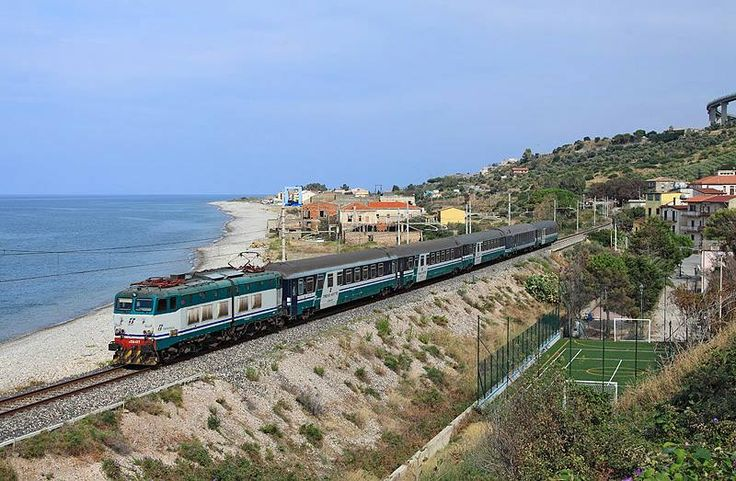 E656 449 passes Torremuzza whilst working ICN781, 2005 Milano Centrale-Palermo, - picture by Laurent Sly - 17 September 2014