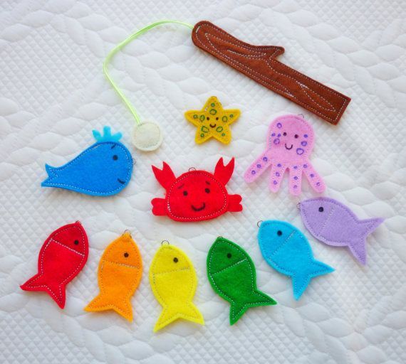 The listing includes : - 6 colored fish -1 octopus -1 crab -1 starfish -1 whale - 1 magntetic fishing rod - a bag to keep the game If desired, you can order a larger quantity of marine animals and fishing rods.  Marine animals Size is 6 cm
