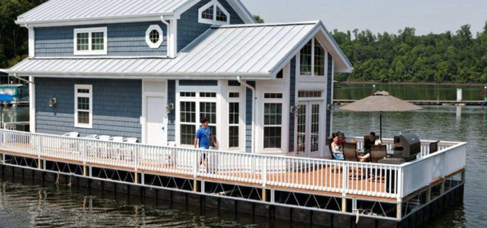 Live Your Best Life On One Of The Most Epic Houseboats In Kentucky With Images House Boat Boat House Interior Houseboat Living