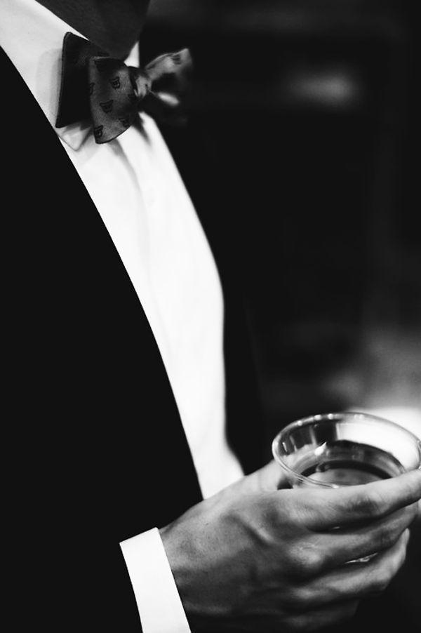 nero . black . smoking . elegant man . chic . drink . gala .