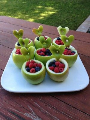 Gevulde appeltractatie. Bovenkant van de appel afsnijden, appel uithollen met…