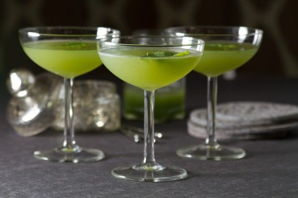 Happy Hour: Cucumber-Basil Gimlet Cocktail © aidamollenkamp.com