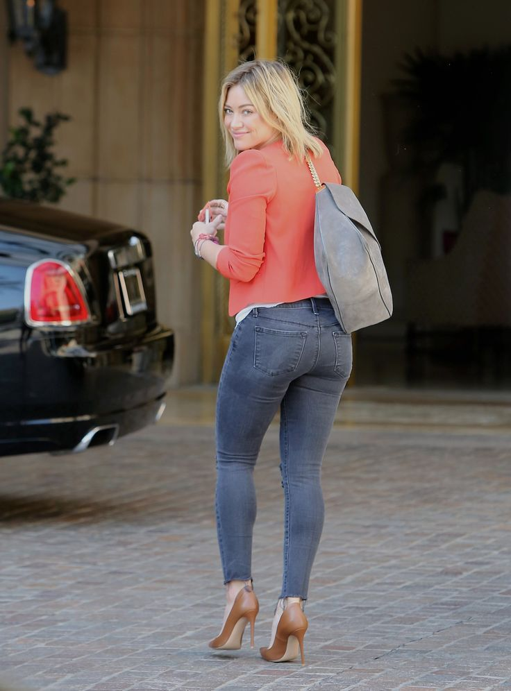 UdGRVPY32OBS1oC.jpg - Hilary Duff - Out in Beverly Hills 8/11/14