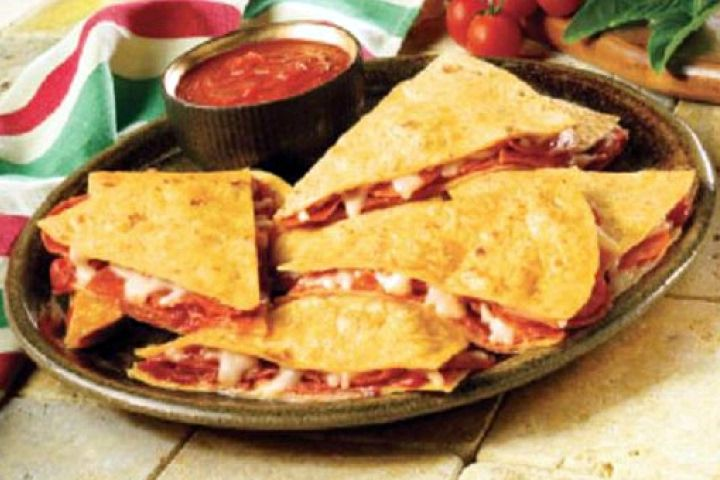 Pizzadilla -- Weight Watchers. Wheat tortilla, pizza sauce, fat free mozz. cheese and turkey pepperoni.