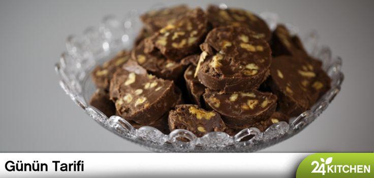 Brownie'den daha fazlasını istersen Rudolph Van Veen'in senin için bir önerisi var. Aniden gelen misafir veya çikolata krizi hiç sorun değil! #gununtarifi: Cevizli Şekerleme
