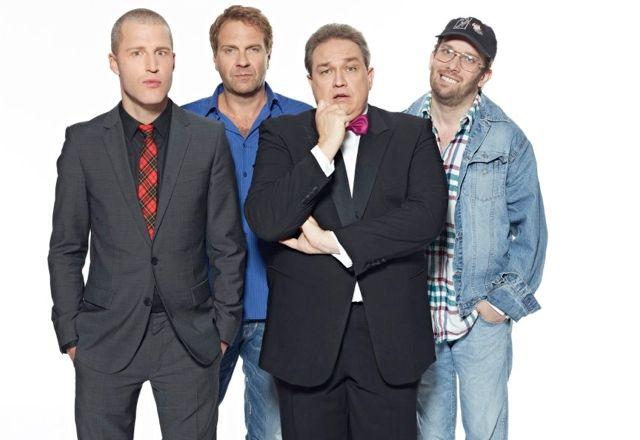 Die drei lustigen neuen Vier bei Tele 5: Benjamin von Stuckrad-Barre, Peter Rütten, Oliver Kalkofe, Christian Ulmen als Uwe Woellner (Foto: Gert Krautbauer / Tele 5)