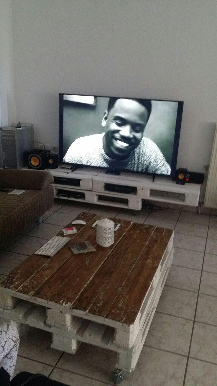 Τραπεζακι σαλονιου και επιπλο tv απο παλετες