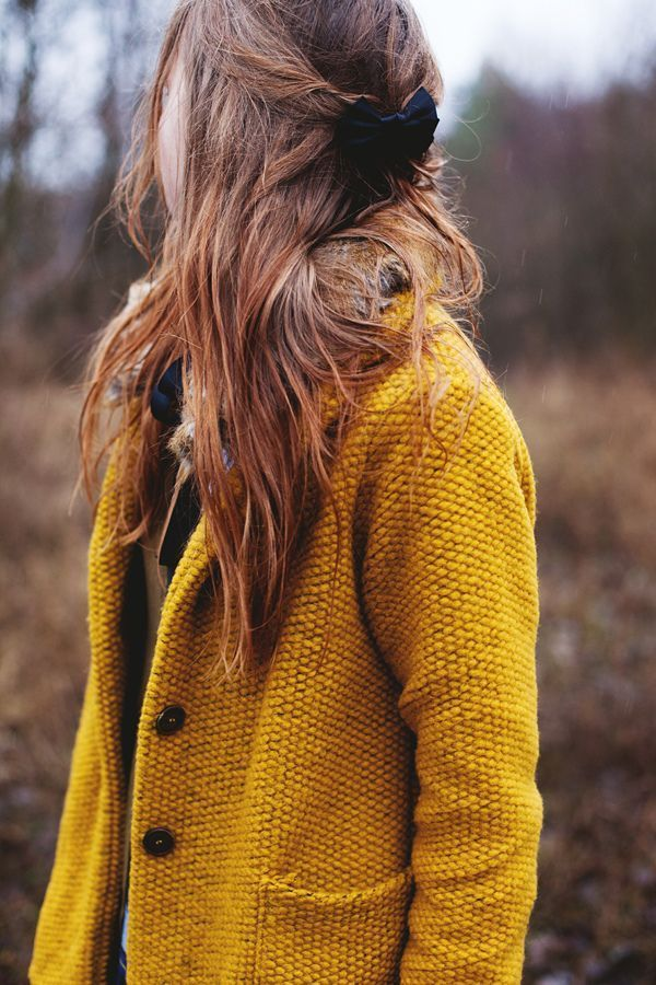 This yellow cardigan + red lipstick.